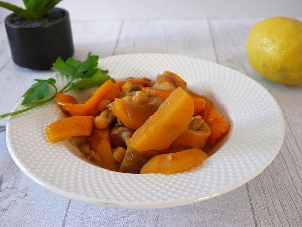 Tajine de légumes dans une assiette